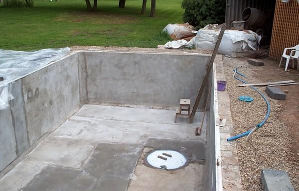Как построить бассейн своими руками из бетона