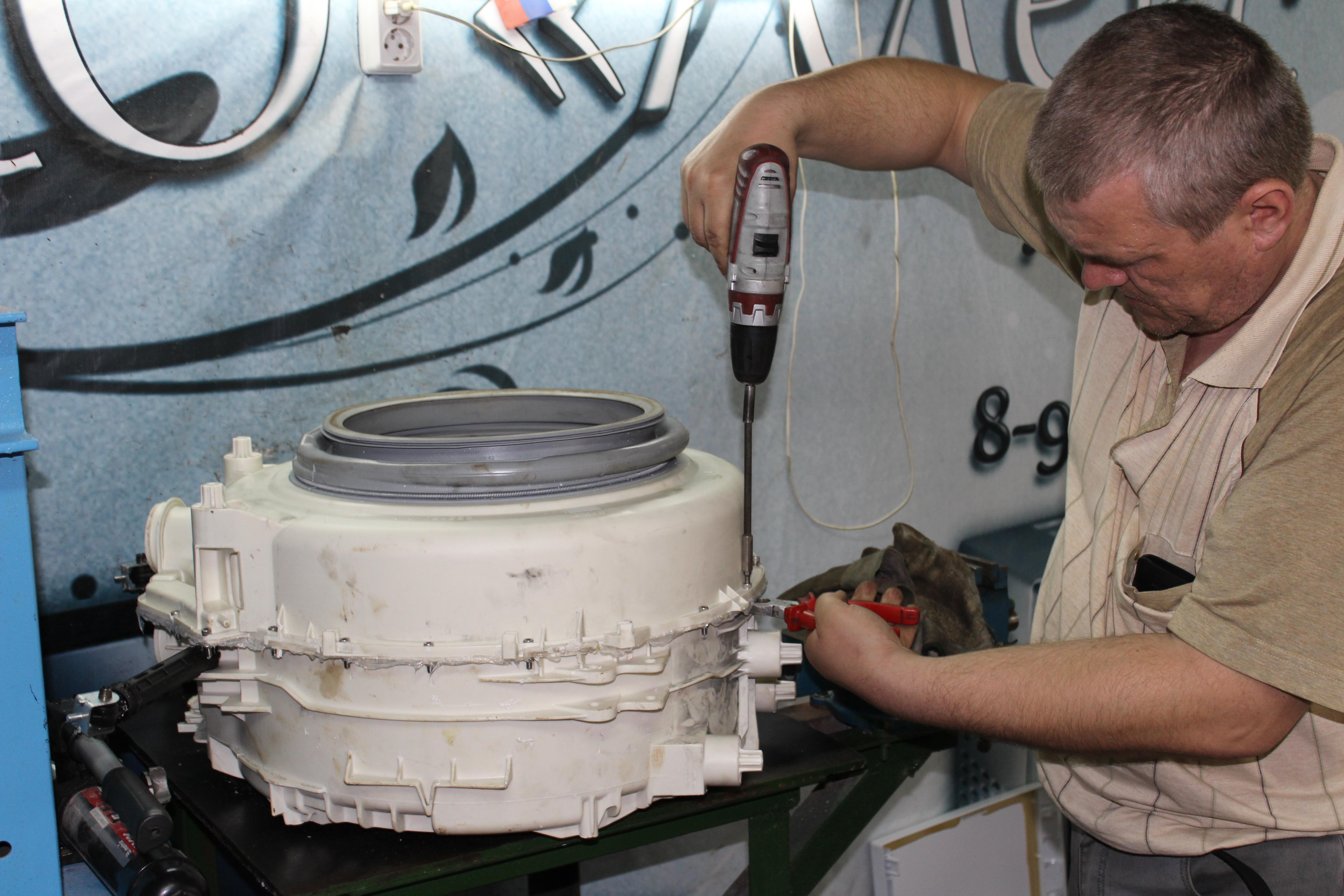 Ремонтник стиральных машин трахает 27 фотография